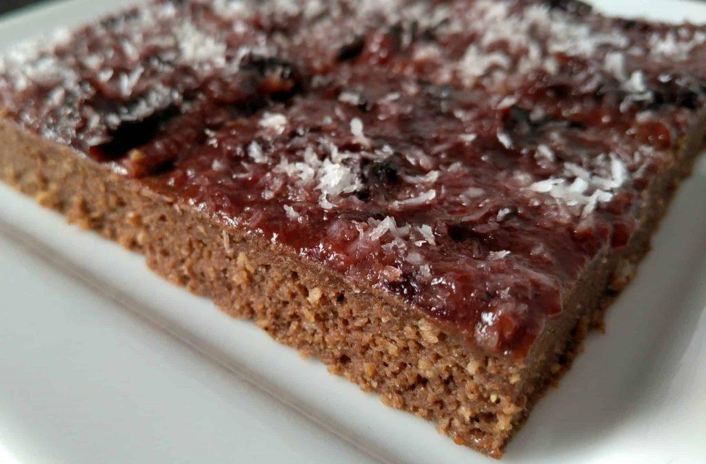 karobovo-slivkový koláč 1
