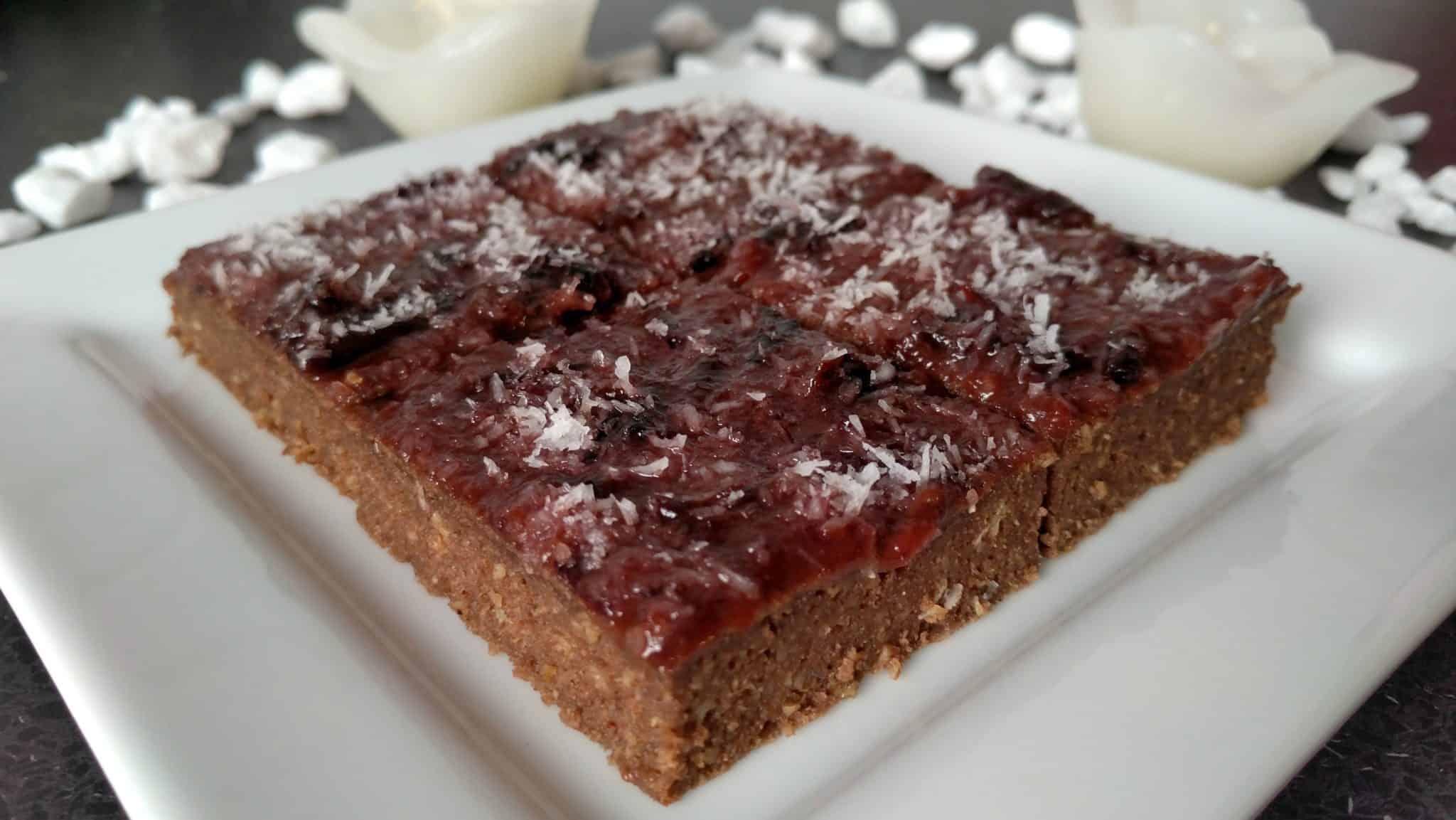 Karobovo-slivkový koláč