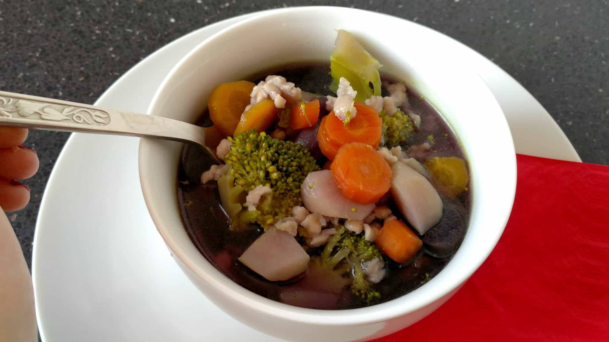 Farebná protizápalová polievka