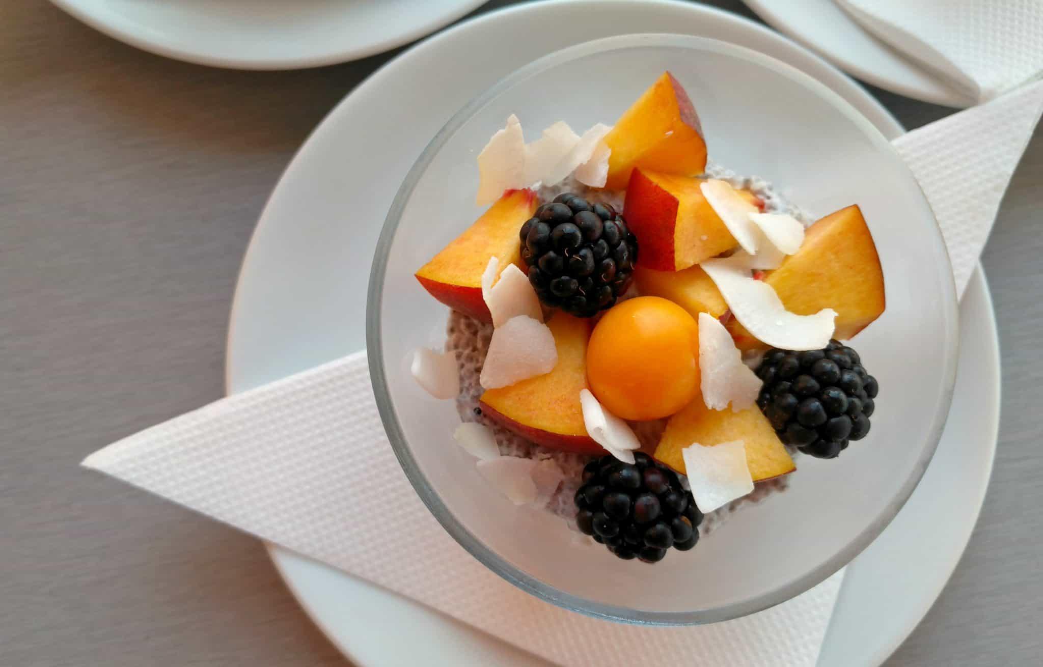 Kokosový chia puding s ovocím
