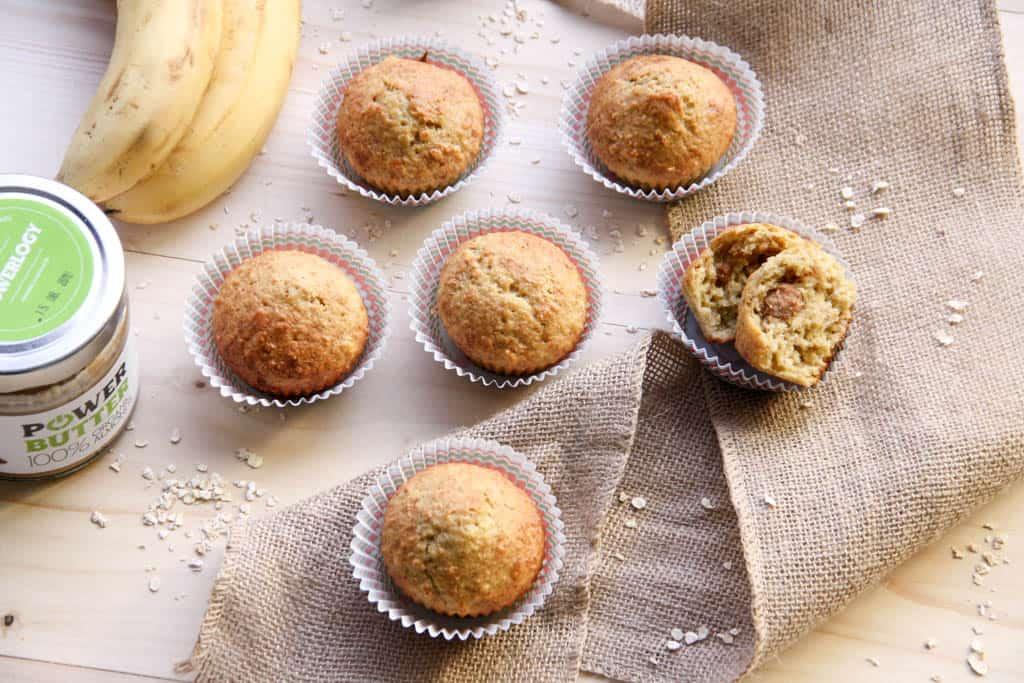 Banánové muffiny plnené mandľovým maslom