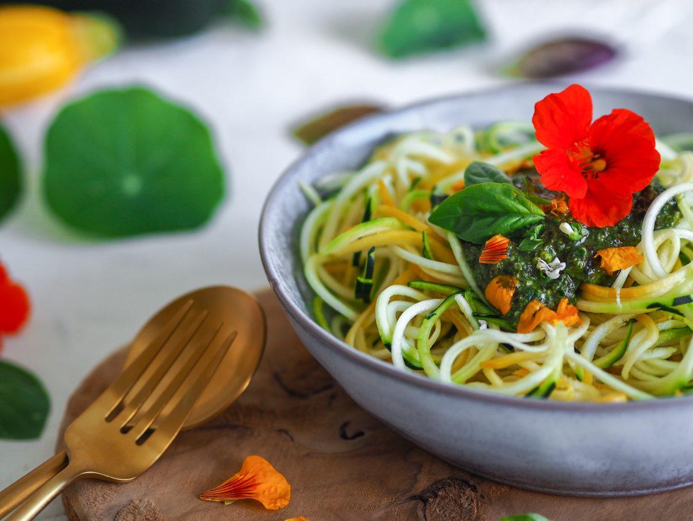 Cuketové špagety s pestom